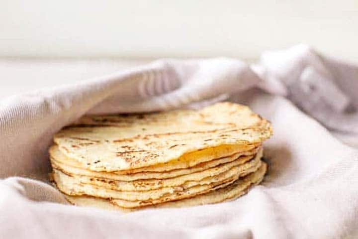 Want to learn how to warm a tortilla take a look at this easy to follow guide with different warming options. Visit thetortillachannel.com for the full instruction #thetortillachannel #howtowarmtortillas #warmtortillas #heattortillas