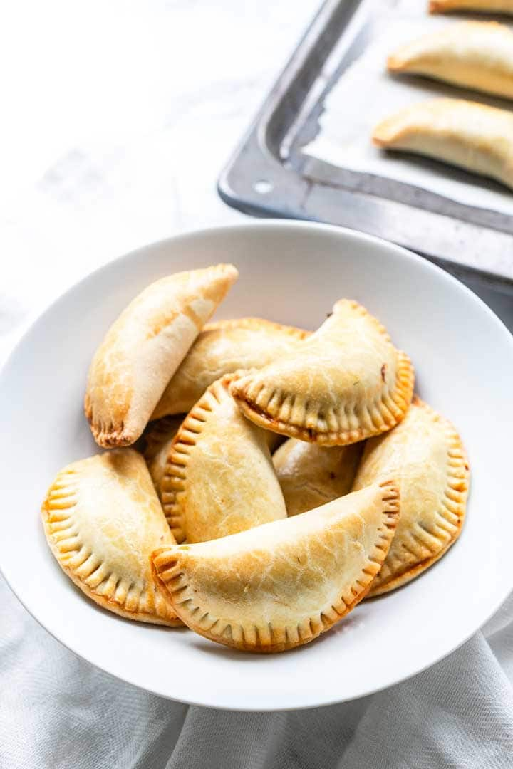 Empanadillas de bonita are Spanish empanadas filled with tuna. A Spanish tapas recipe that you can eat for lunch or before dinner. Visit thetortillachannel.com for the full recipe #thetortillachannel #empanadillas #empanadillasdebonita #spanishempanadas #empanadas #tapas #snack