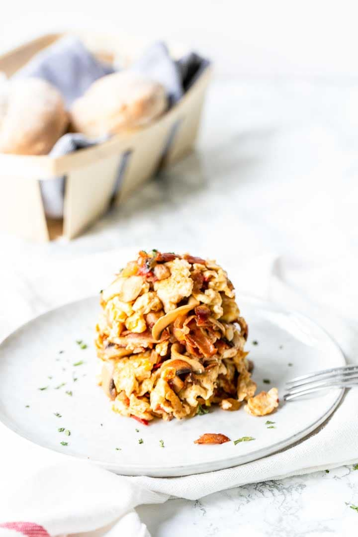 Looking for a super tasty and easy egg recipe? Try this Spanish scrambled egg either for lunch or as a starter. Visit thetortillachannel.com for the full recipe. #spanishscrambledegg #scrambledeggs #eggrecipe #lunchrecipe #starter
