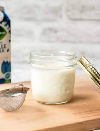 How to make evaporated milk? Take a look at this recipe you can turn whole milk into homemade evaporated milk. Visit thetortillachannel.com for the full recipe and video #thetortillachannel #evaporatedmilk #howtomakeevaporatedmilk #milkrecipe