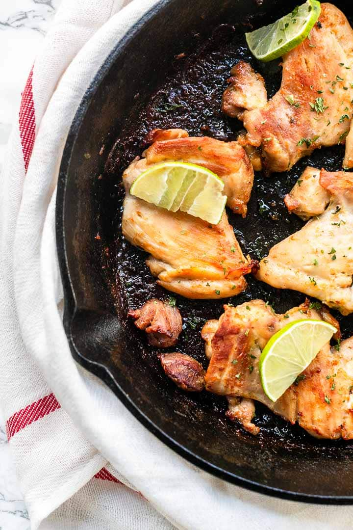 Looking for a delicious chicken recipe? Try this tequila lime chicken recipe. Super easy recipe because you have it on the table in no time. The best chicken recipe. Visit thetortillachannel.com for the full recipe #thetortillachannel #tequilalimechicken #tequilalimechickenrecipe #chickenrecipe #dinner #fastdinner