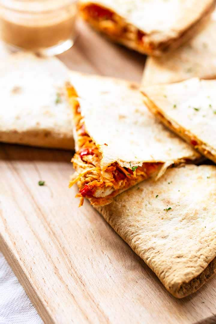 Looking for a great quesadilla recipe? Try this BBQ chicken quesadilla recipe. A recipe that doesn't need a barbecue but uses the best barbecue sauce. Visit thetortillachannel.com for the full recipe #thetortillachannel #bbqchickenquesadilla #chickenquesadilla #quesadillas #tortillarecipe #quesadillarecipe