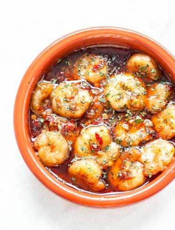 Looking for a great shrimp tapas recipe? Try these Spanish garlic shrimp or Gambas al ajillo. Super easy and fast recipe to make. Serve with bread or rice. Visit thetortillachannel.com for the full recipe #thetortillachannel #spanishgarlicshrimp #gambasalajillo #garlicgambas #spanishgarlicshrimptapas #shrimptapas #tapas