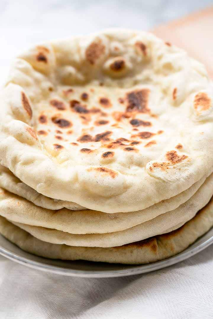Bazlama is Turkish flatbread and this bread is soft, fluffy and has big pockets. Great bread to eat as a side dish but also as a sandwich. Visit thetortillachannel.com for the full recipe #thetortillachannel #bazlama #turkishflatbread #bazlamarecipe